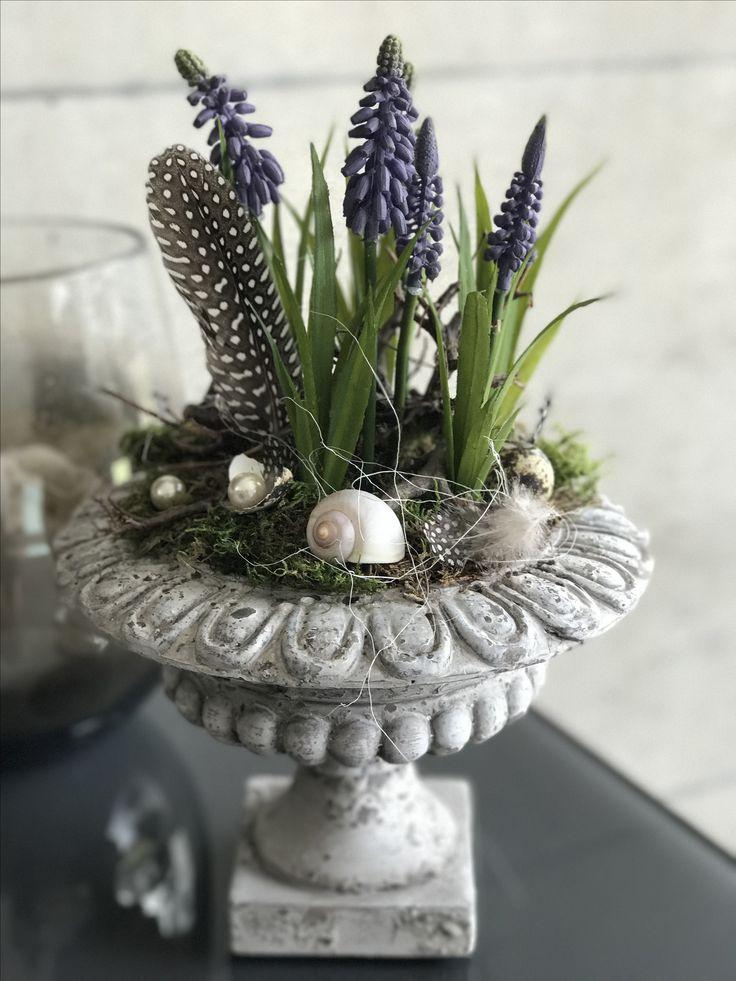 Frühlingsdekoration von Decoraria #muscari #spring #decoration #decoraria #kunstblumen