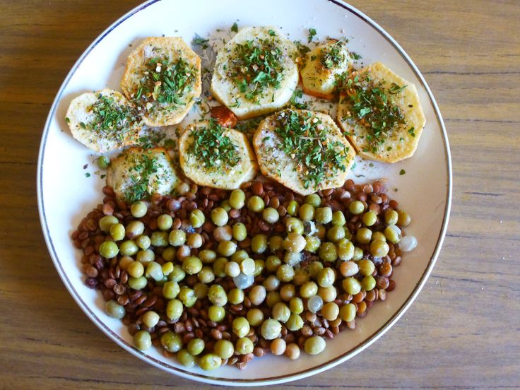 Roasted potatoes with a lentil and peassalad