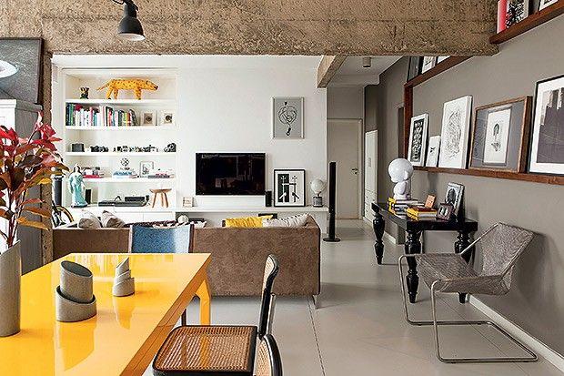Mais luminosidade e espaços para expor quadros. As soluções do arquiteto Gustavo Calazans tornaram este apartamento de 91 m² o lugar perfeito para acolher o morador, que é curador de mostras de fotografia