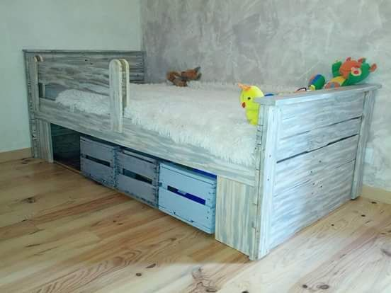 17 best ideas about crate bed on pinterest pallet bed frames room inspiration and bedroom - Caisse apple ...