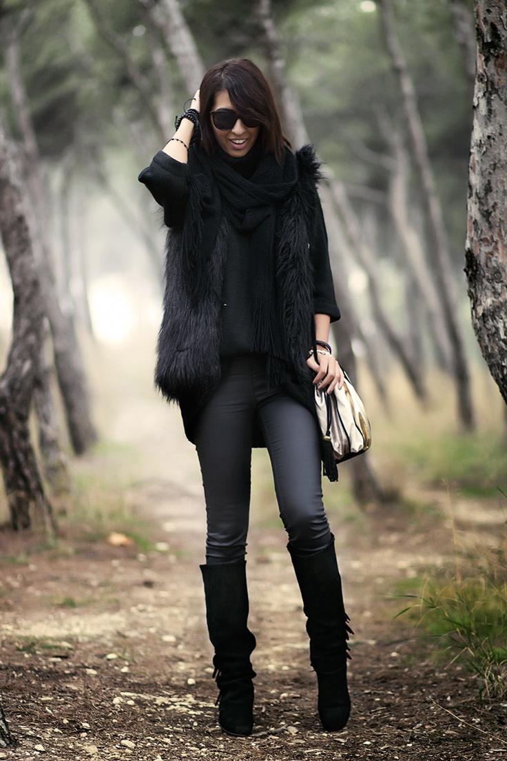 Sissy à la mode: Boots - Zara, Pants - Stradivarius, Jumper - Zara,  Vest - Zara, Bag - Blanco