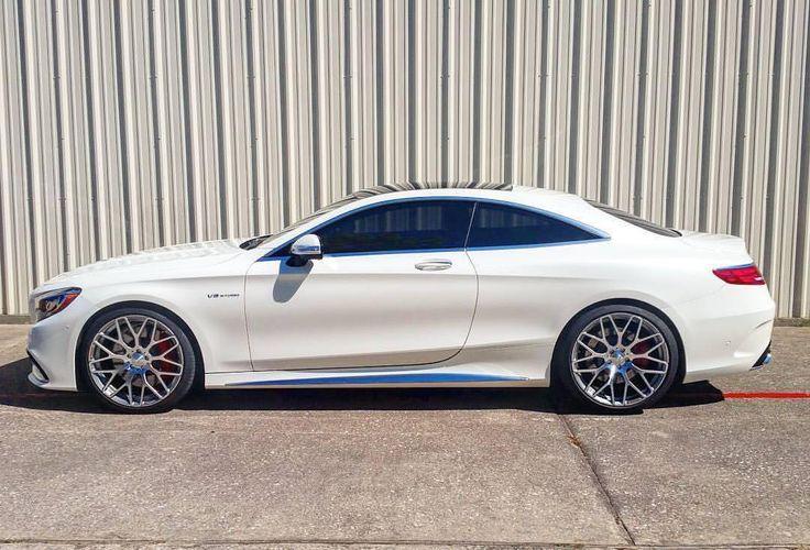 Mercedes-AMG S 63 Coupe wyposażony w zestaw kutych felg Brabus Monoblock Y.   Jeden z nowszych wzorów w ofercie niemieckiego tunera łączy niesamowitą elegancję ze sportowym designem. Dzięki najnowocześniejszej technologii, kute felgi charakteryzują się najwyższą wytrzymałością.  Sprawdź ofertę najlepszych felg w Brabus JR Tuning! http://www.brabus-jrtuning.pl/index.php/oferta-tuningu-mercedes-benz.html