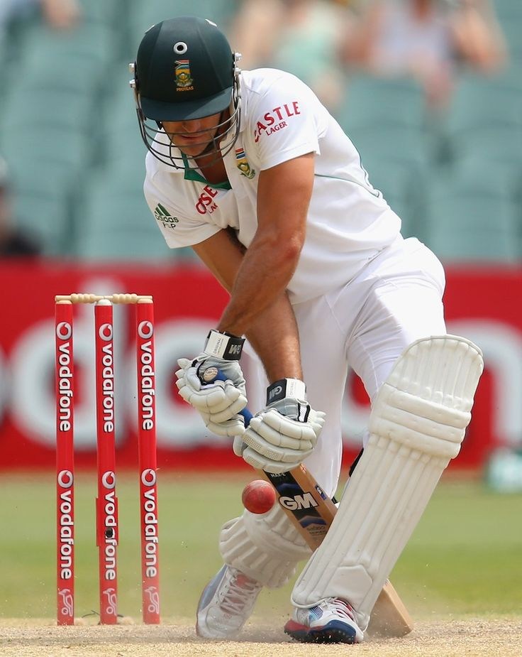 Faf du Plessis defends resolutely on the fourth morning, Australia v South Africa, 2nd Test, Adelaide, 5th day, November 26, 2012