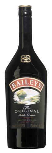 Baileys 22,99  De whiskey in Baileys bewaart de verse Ierse room op natuurlijke wijzen. Samen met cacao en vanille als finishing touch creëren ze een smaak sensatie om van te genieten. Serveeradvies: Baileys Original kan puur gedronken of on the rocks. Baileys Original is ook heerlijk om te mixen met koffie of over een bolletje ijs. Ingredienten: Ierse Whisky, room, suiker, vanille en natuurlijke cacao-extracten.