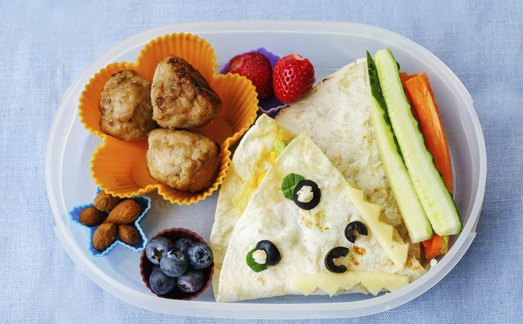 Een gezonde lunch die goed vult, zorgt ervoor dat je tegen vieren geen greep doet in de snoeppot. Wat kun je zoal eten tussen de middag? Zeven slanke lunchideeën waarmee je weer een week vooruit kunt.