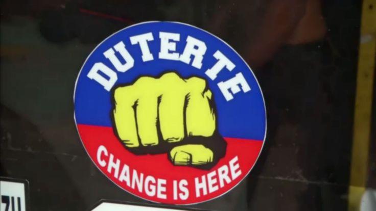 Un an après l'élection à la présidence du sulfureux Rodrigo Duterte, la guerre contre la drogue a fait plus de 7000 morts aux Philippines, abattues par les forces de l'ordre ou des milices. Lors de ses discours, l'ancien avocat se félicite de la guerre antidrogue qu'il mène.