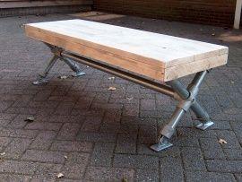 Tafel met steigerhouten blad en steigerbuizen kruispoot (22131522)