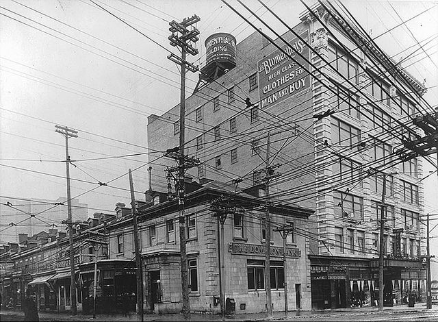 Dominion Bank, corner Bleury and St. Catherine Streets, Montreal, QC, about 1915. #vintage #Canada #Edwardian #streets