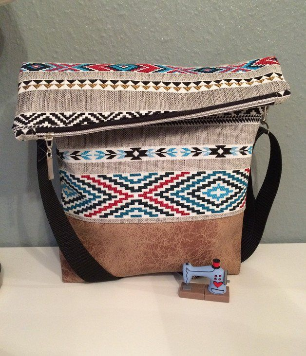 Angesagte Foldover Tasche mit Boho und Azteken-Muster / shopper bag with boho pattern, casual outfit made by Kleine Wollbude via DaWanda.com