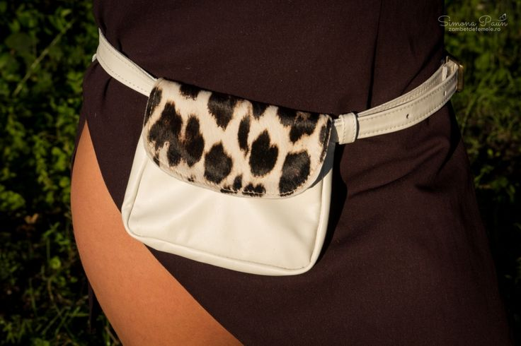 White Leopard with Lid - The ideal fashion bumbag for festivals and traveling. Handmade from genuine leather. #kamabag #kamaloveon #designer #white 35€