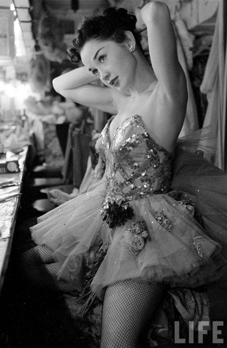 ballerinaLas Vegas, Dale Strong, Showgirl, Beautiful, Life Magazine, 1952, Vintage Costumes, Dance, Photography