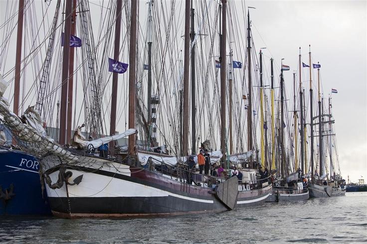 De schepen aan de kade in Harlingen