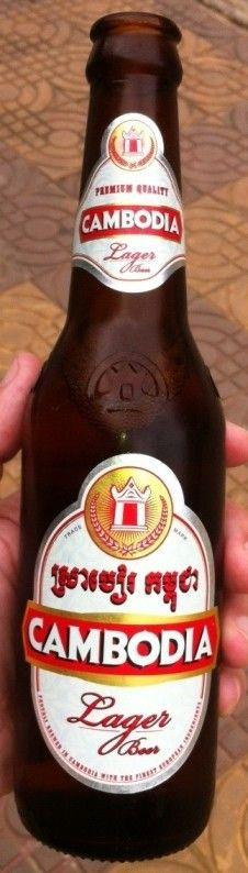 Cerveja Cambodia Beer, estilo Premium American Lager, produzida por Khmer Brewery, Camboja. 5% ABV de álcool.