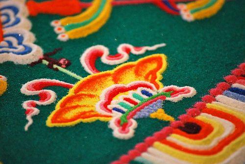 Tibetan mandalas. Particolare di un mandala tibetano. Vuoi realizzare dei piccolo mandala con i tuoi bambini? Scopri come alla pagina http://www.giochiecologici.it/p/105/mandala-tibetani