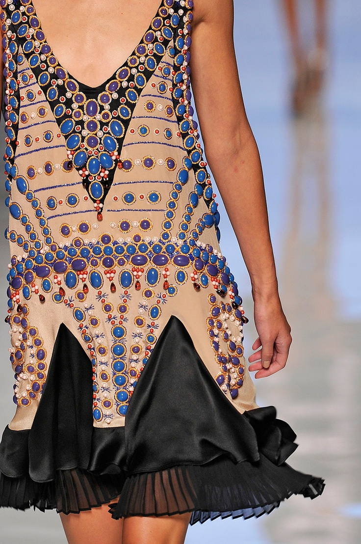 Etro Spring 2012 RTW - Review - Fashion Week - Runway, Fashion Shows and Collections - Vogue - Vogue