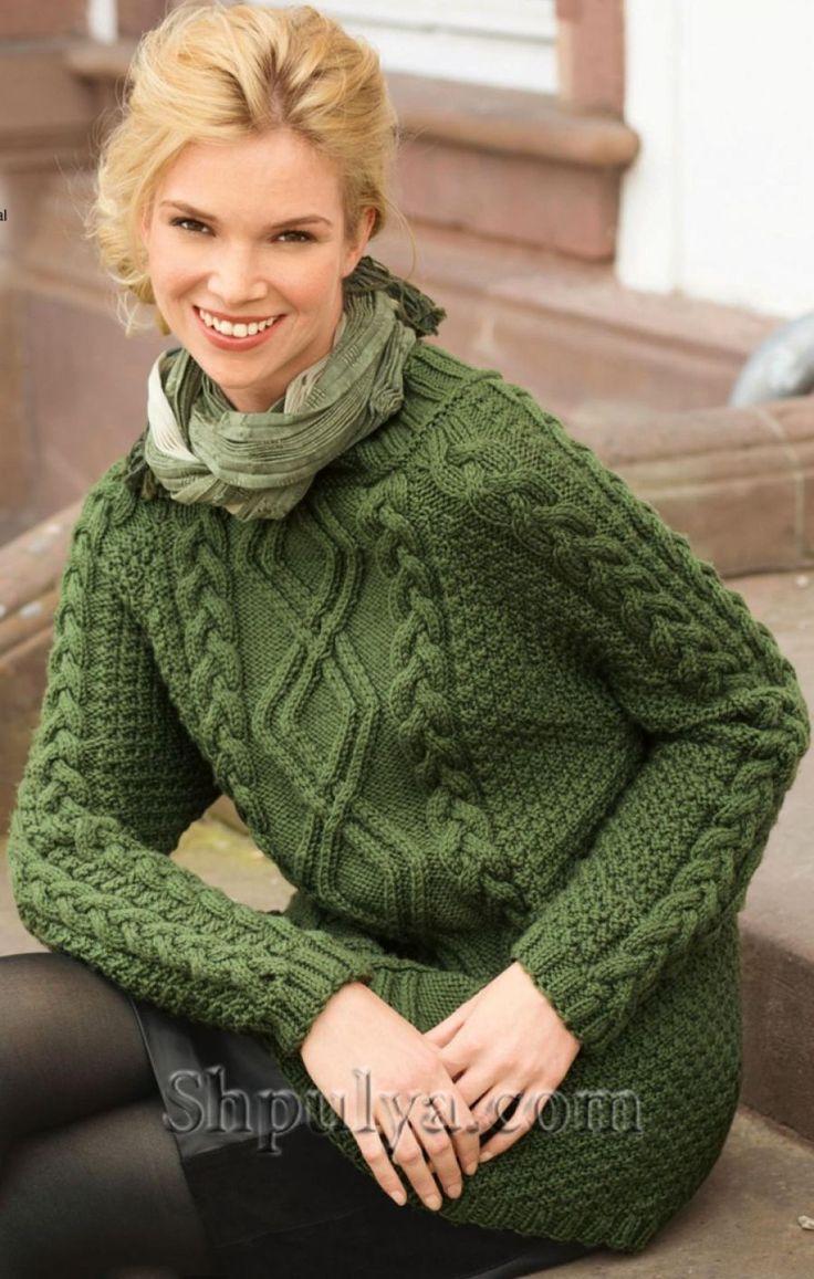 Зеленый пуловер с арановым узором спицами