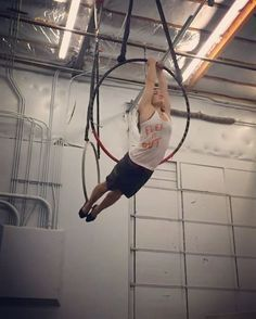Magic trick w/ mixed grip let's you spin around #dramaticslowmo #aerialhoop #cerceau #cerceaux #lyra #aerial #aerialist #aerialacrobat #acrobatics #circusinspiration #circuseverydamnday #circusartist #alternativefitness #strength #training #cirque #aro #circusaroundtheworld #circusartistcirque #usaerial #aerialnation #verticalfix #aerialarts #aeriallyra #aerialdance
