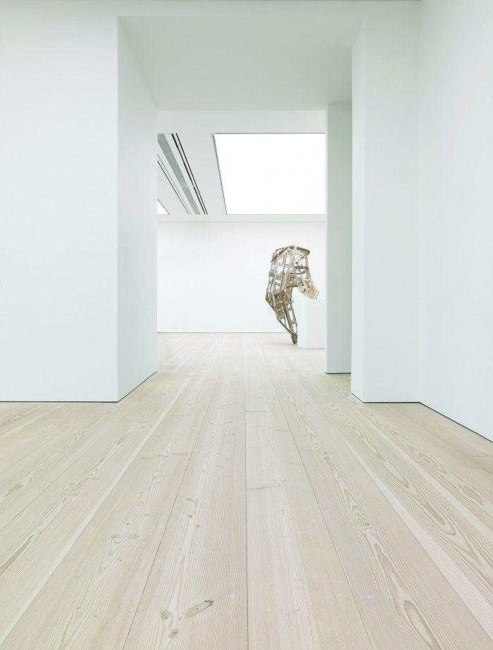 Die Douglasie ist mit bis zu 60 Meter Höhe ein Baum, der Aufsehen erregt. Der grandiose Ausdruck spiegelt sich in den Dielen wider, wo die unverwechselbaren Maserungen von der Kraft und Schönheit der Natur zeugen. In GrandDouglas erhältlich.