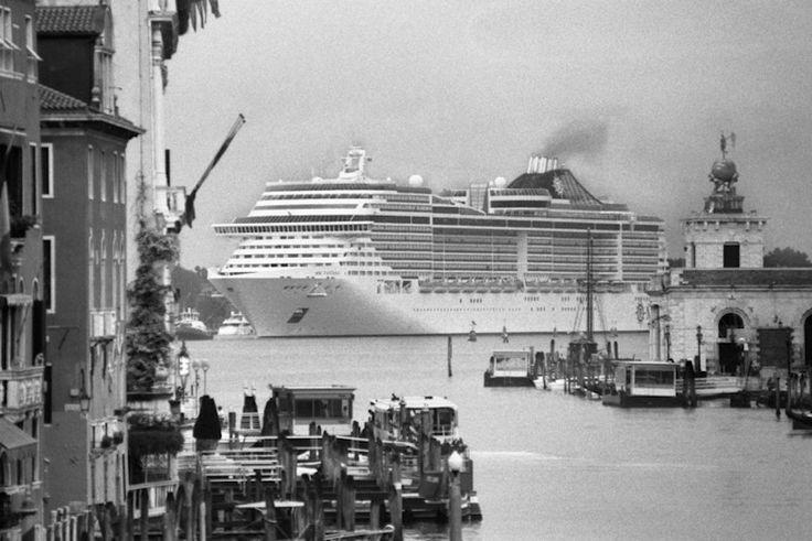 Le grandi navi a Venezia viste da Gianni Berengo Gardin -©Gianni Berengo Gardin courtesy Fondazione Forma per la Fotografia