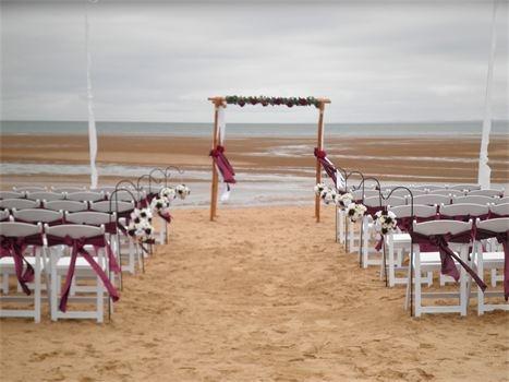 Pialba Beach : Burgandy Wedding