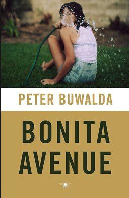 Bonita Avenue is geschreven in Amerikaanse stijl. Uptempo, met vaart en kleur. Met Buwalda doet een nieuwe generatie schrijvers zijn intrede in de Nederlandse literatuur. Weg met de deprimerende hoofdpersonen van Jeroen Brouwers.
