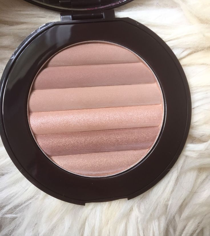 New blog post about this holy grail <3 http://beautybymadsen.dk/2016/08/pur-cosmetics-glow-together-jumbo-matte-shimmer-bronzer/