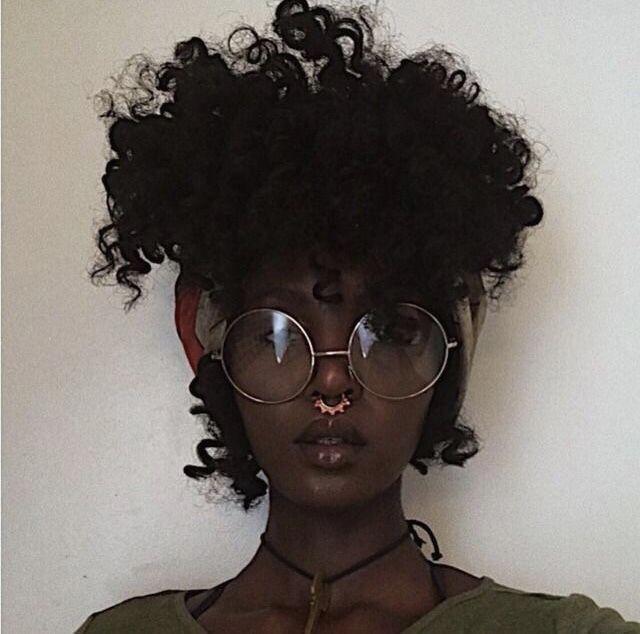 Süße Frisuren für schwarze Frauen