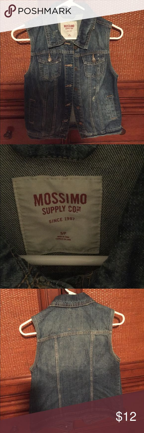 Mossimo Sleeveless Jean Jacket Never worn! Size Small Mossimo Supply Co Jackets & Coats Jean Jackets