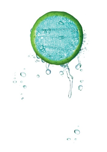 Yves Rocher Botanical Beauty Research chose botanical Maple and Blue Agave saps for their amazing moisture-capturing power. Combined with patented botanical Betaine, they create a genuine water reservoir within skin that: offers a source of lasting moisturizing, distributes moisture throughout the different layers of the epidermis, even the most dehydrated, to guarantee in-depth moisturizing. Skin is filled with water, intensely and lastingly moisturized, as if plumped and radiant with…