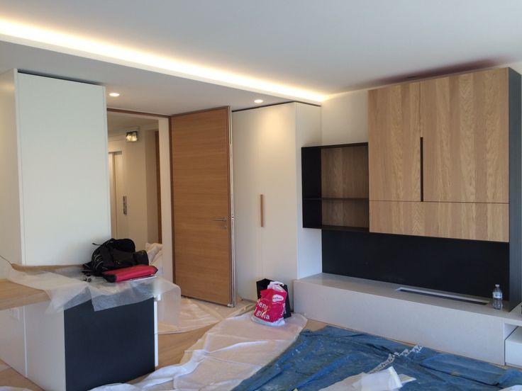 Fasi di montaggio della zona soggiorno. Fitting the Living-Room area.