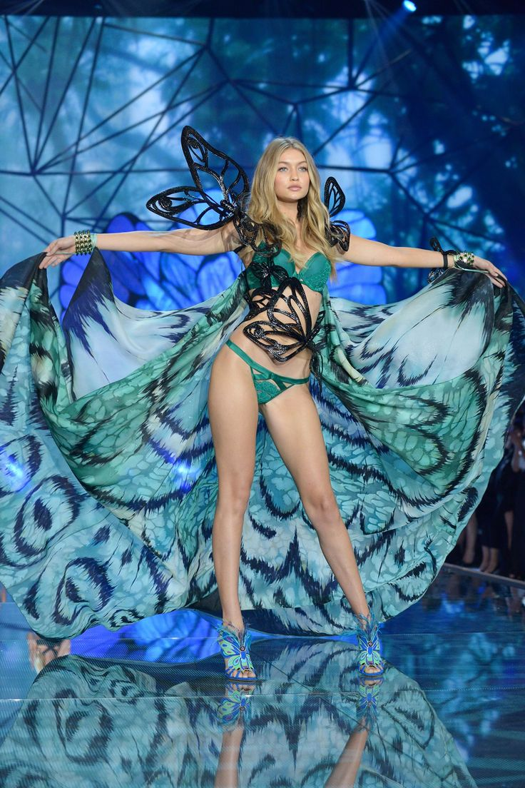 Victoria's Secret Show 2015 - click through to see all 200 images from the show