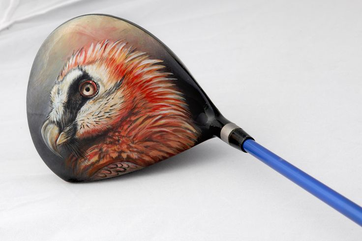 Dieses Bartgeier Motiv haben wir auf den Golfschläger eines Kunden gemalt.  We have painted this bearded vulture design on a customer's golf club.