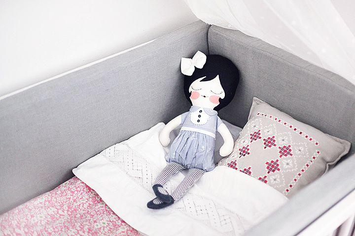dockor leksaker barn spjälsäng inredning sänghimmel emmasvintage