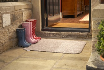 100% recycled door mat, made from a mix of recycled cotton and microfibre, sucks up dirt and dust and holds up to 4x their own weight in water. £19.39