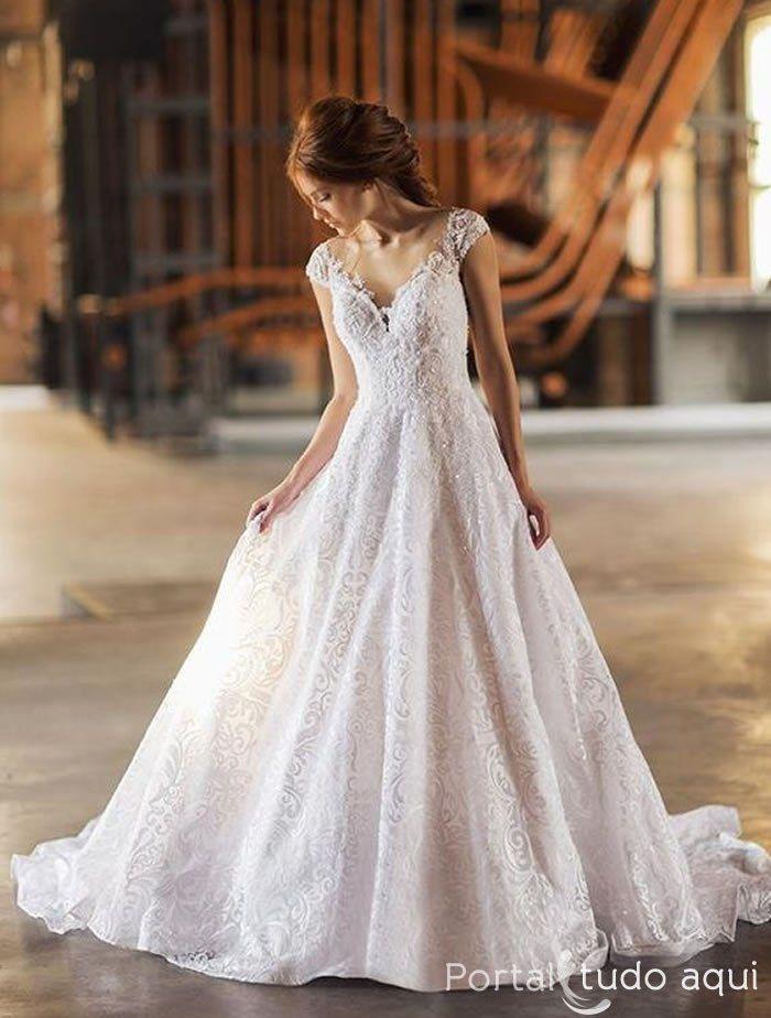 Uma das principais tendências para moda noiva em 2017 é o vestido corte princesa, veja nossa seleção com os mais lindos modelos únicos para noivas majestosas.