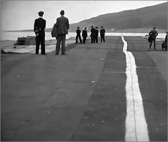 """""""Лилия"""" -  плавающая взлетно-посадочная полоса, Англия, сент. 1945.  Фото3"""