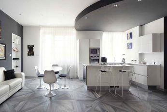 Una casa dallo stile moderno e metropolitano caratterizzato dai toni del grigio con inserti incisivi di bianco e nero che danno personalità all'appartamento. Acquistata guardando in avanti, g…