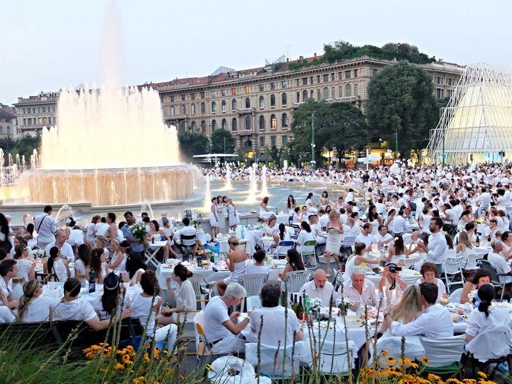 Cena in bianco, Castello Sforzesco #Milano #Lombardia #Italy #Festival #inLombardia http://www.in-lombardia.it/