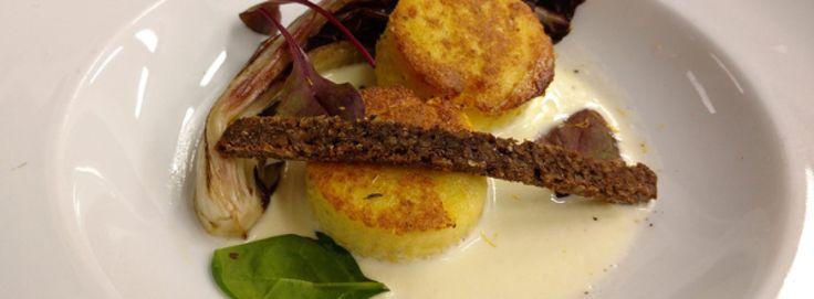 Medaglioni di polenta con gorgonzola e radicchio ricetta originale