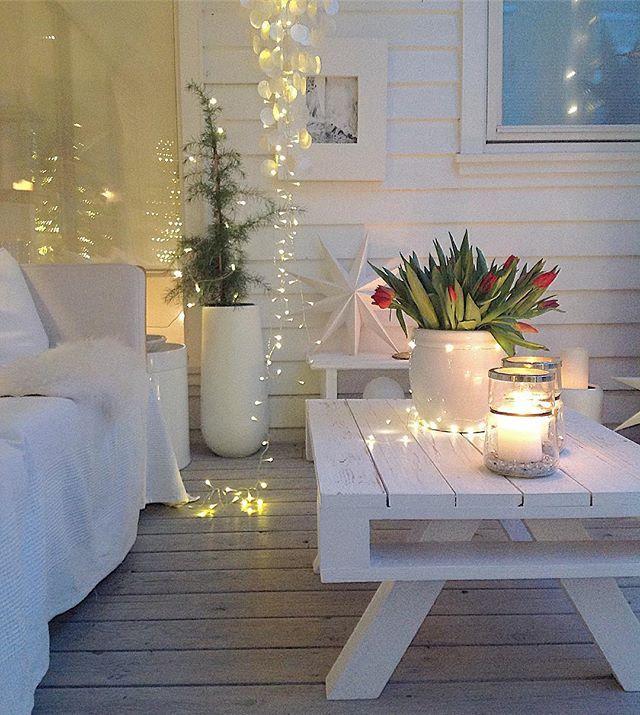 💛 Fin kveld til dere 💛 . Litt julepynt igjen her ✨ resten blir nok tatt i morgen ... -------------------------------------------#myhome#christmas_interior#passion4interior#interiorandhome#christmasdecor#julinspiration#interior125#interior4all#interior_delux#juleinspirasjon#whiteinterior#christmas4you1#interior4inspo#interior12follow#pallets#gjenbruk#diy#dyi#doityourself#whiteinterior