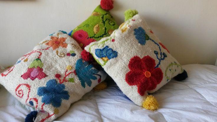 Conjunto de flores en mi cama.