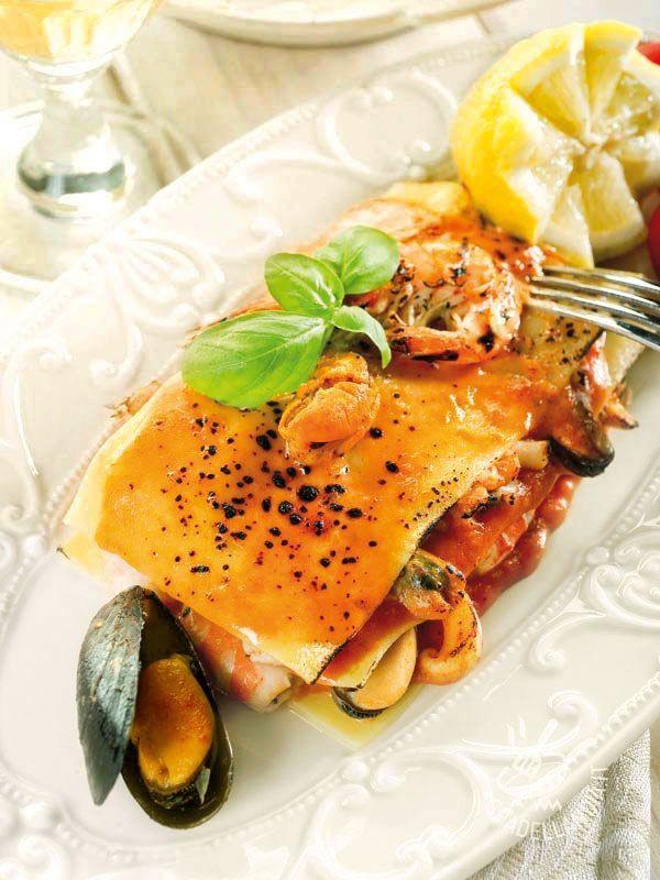 Lasagne with Seafoof - Le Lasagne ai frutti di mare sono un primo versatile, perfetto per un pranzo in famiglia ma anche per una cena raffinatissima.