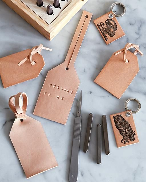 Find your bag easier with these distinctive DIY bag tags.