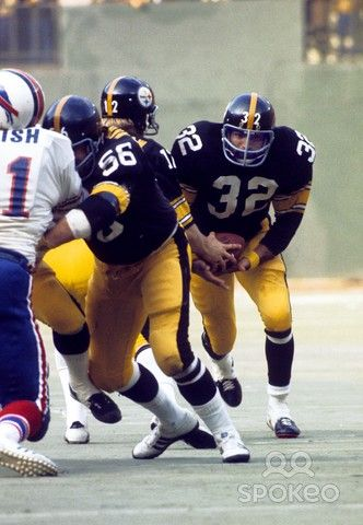 Pittsburgh Steelers running back Franco Harris (32) carries the ball against the Buffalo Bills during the 1974 AFC Divisional Playoff game at Three Rivers Stadium.