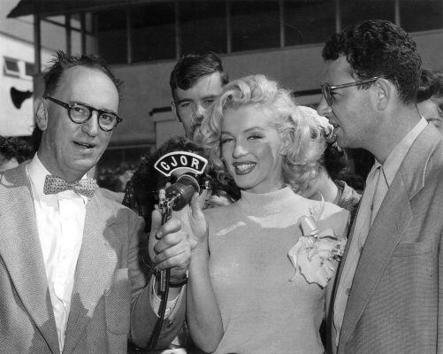 Marily Monroe - July 24, 1953 -  visiting Vancouver on her way to Banff, to shoot River of no Return