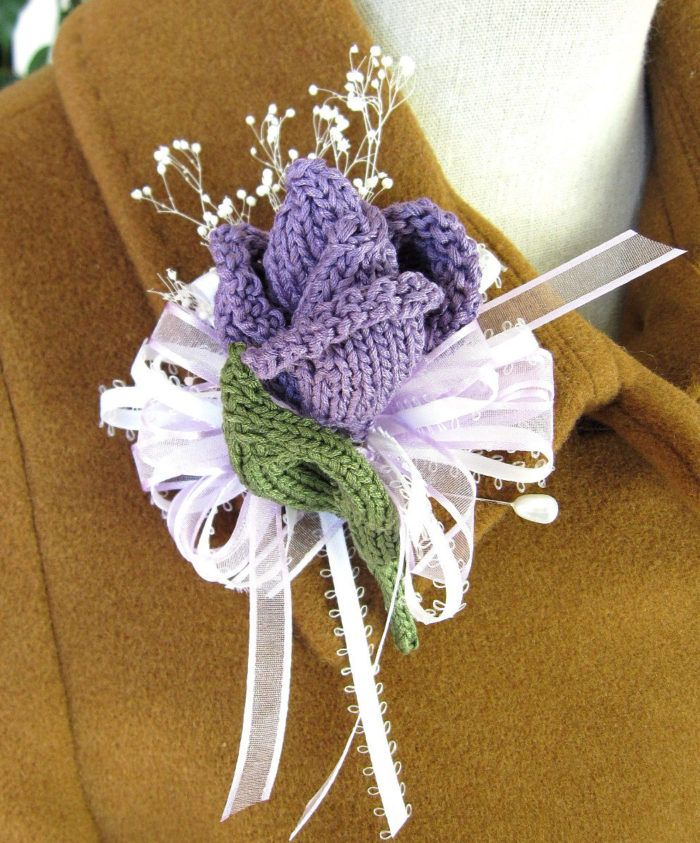 Knitting Pattern for Rose Bud Corsage or Boutonniere - Designed byOhmay Designs, this uses about 35 yards of sport weight yarn.