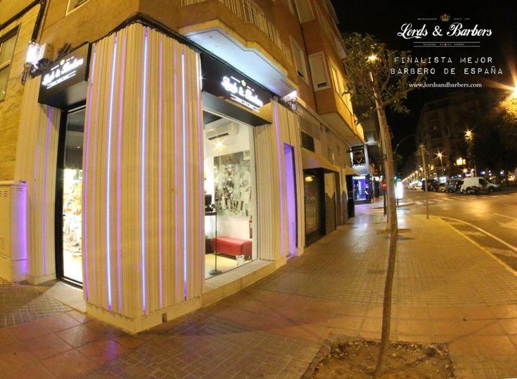 Escaparate peluquería LORDS & BARBERS Elche ALICANTE  #Barberia #Barbershop #peluqueriacaballeros #Peluqueria #Elche