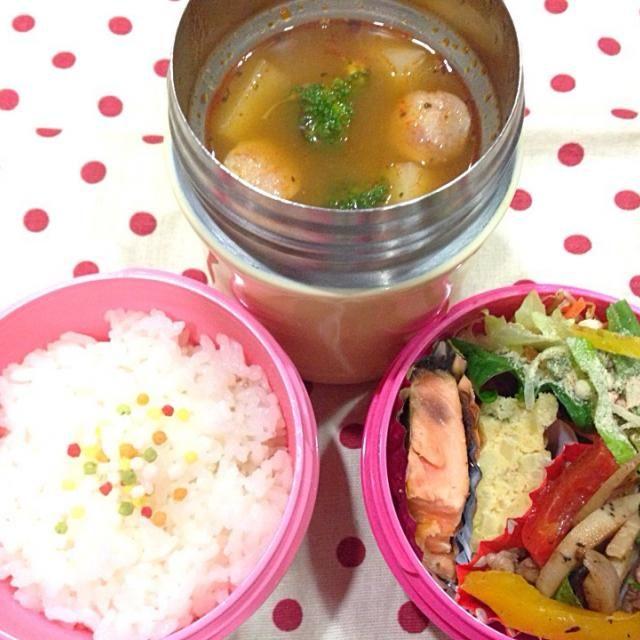 土日も出勤だった娘 今朝は 早朝出勤 (̂ ˃̥̥̥ ˑ̫ ˂̥̥̥ )̂ 母は 食事でしか 応援できないけど 頑張れ〜  ・鮭のレモンソテー ・卵焼き ・蓮根と牛肉のカラフル炒め ・野菜サラダ ・ゴロゴロ野菜のトマトスープ - 38件のもぐもぐ - 1月19日 ゴロゴロ野菜のトマトスープ by sakuramochi0815