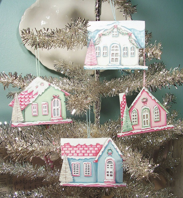 These vintage inspired cardboard ornaments are a totally adorable decoration for any Christmas tree. This Christmas ornament craft is absolutely gorgeous.