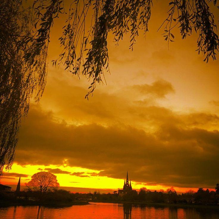 Enchanting Sunset In City Of Lichfield / Shot was taken by a Lake near Lichfield Cathedral few days ago#lichfieldcathedral #lichfield #lake#sunsetporn #sunset #sunsetlovers #photooftheday #photographer #photography #photo#nature #nature_brilliance #naturephotography #iphone6 #travel #travelblogger #travellife #instaphoto #instahermosa #instalinda #instastaffordshire #instalichfieldcathedral #instalichfield #instasunsets #instasun #instasunsets #instaphotomatix#instatravelporn…